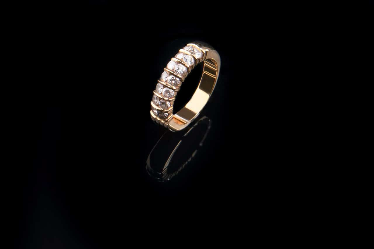טבעת עם כמה יהלומים