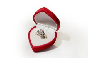 קופסה עם טבעת