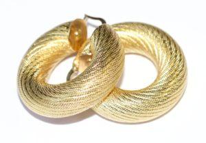 עגילי זהב ראשית